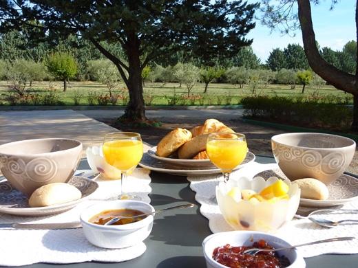 Ontbijt bij Les Mazets du Luberon in  Puget.