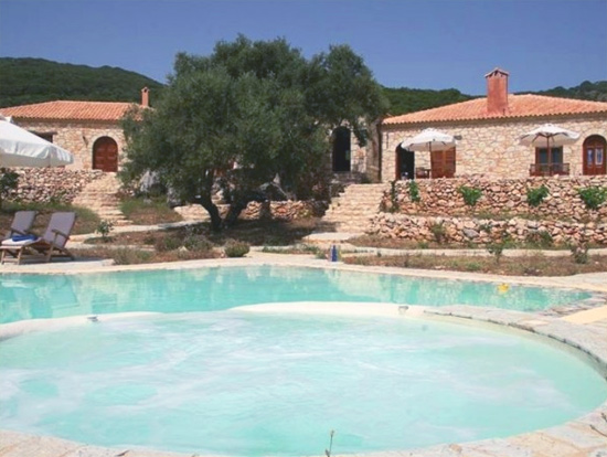 Bed and breakfast with swimming pool